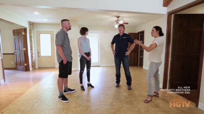 On This Episode Of Fixer Upper Season 4 Joanna And Chip Help A Young Brittany Dean Wixsom Find Their Dream Home In Texas