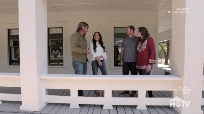 fixer upper recap season 5 episode 16 from city life in pakistan to a farmhouse in waco hg. Black Bedroom Furniture Sets. Home Design Ideas