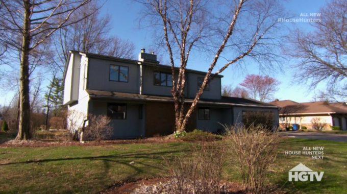 House Hunters Recap: Big Backyard for a Wedding in Illinois -1