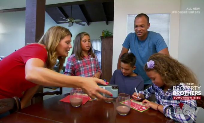 House Hunters: Home for the Holidays Season 1-Episode 1
